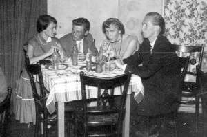 """Berufsschulfest 1950 in der Stampfmühle mit dem Modegetränk """"Kikeriki"""""""