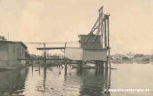 Blick vom Öhr auf den Schiffsanleger im Tegelnoor der Firma Sahr & Kähler.