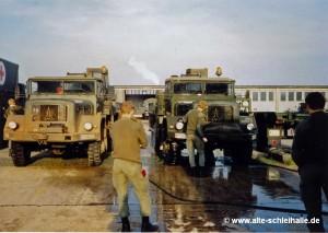 Februar 1990 - Nach der Geländefahrt kommt die Fahrzeugpflege.