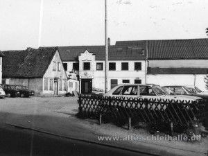 Großer Baumhof