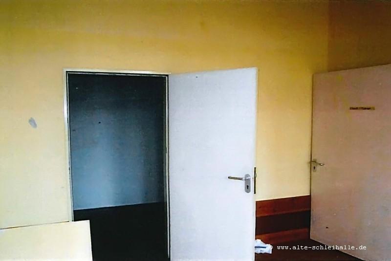 """Bild 5: """"Spielzimmer"""" mit kleinem Nebenraum für Wäsche - und Zwangsjacken!"""