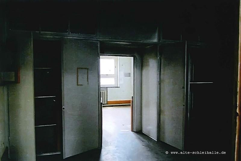 Bild 11 - Wandschrank